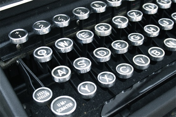 Schreibmaschine Tasten (CC | by-nc-sa) LianaRé